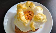 comida instagram Hueos nube: Basta con batir la clara del huevo al punto de nieve, salpimentar y hornear durante tres minutos a 230º. Después se añade la yema, y se deja otros tres minutos a la misma temper
