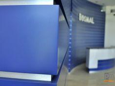 Zabudowa ściany panelami z lakierowanego MDF  http://www.projektmebel.pl/oferta/produkt/lady-nietypowe
