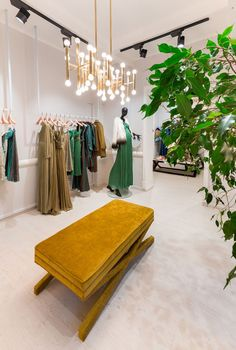 Maria Lucia Hohan Showroom by Irina Pogonaru, Bucharest – Romania Clothing Boutique Interior, Boutique Decor, Boutique Design, A Boutique, Fashion Store Design, Clothing Store Design, Bridal Shop Interior, Visual Merchandising, Diy Dorm Decor