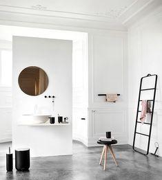 Minimalist black and white bathroom, Menu