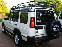 A dealer-installed option on all year Discoverys was the safari luggage rack used on company-sponsored offroad challenges. (Photo credit: R. Land Rover Discovery 1, Discovery 2, My Dream Car, Dream Cars, Luggage Rack, Roof Rack, Range Rover, Photo Credit, 4x4