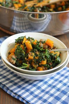 Beef & Butternut Bowls with Kale Healthy Asian Recipes, Kale Recipes, Soup Recipes, Healthy Cooking, Healthy Food, Healthy Ground Beef, Ground Beef Recipes Easy, Homemade Potato Soup, Baked Butternut Squash