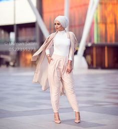I think Summer and heat makes me like light colors. Photo credit to the exceptional Hajib Fashion, Street Hijab Fashion, Dubai Fashion, Muslim Fashion, Modest Fashion, Fashion Outfits, Fashion Clothes, Fashion Ideas, Fashion Beauty