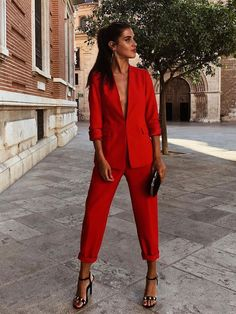 Red suit or white suit? Friday's decisions. Mode Outfits, Office Outfits, Casual Outfits, Fall Outfits, Blazer Outfits, Red Fashion, Fashion Outfits, Womens Fashion, Girl Fashion