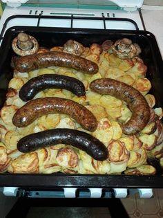 Tepsis krumplin sült disznótoros Pork Recipes, My Recipes, Recipies, Cooking Recipes, Good Food, Yummy Food, Hungarian Recipes, Food 52, Bon Appetit