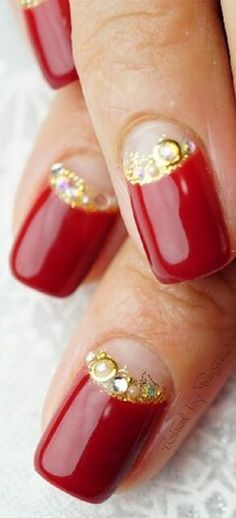 Red nails with gold details Red And Gold Nails, Black Nails, Red Gold, Elegant Nail Designs, Elegant Nails, Nail Art Designs, Luxury Nails, Glossy Lips, Prom Nails