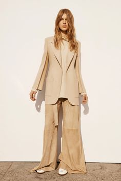 See all the Calvin Klein Collection Pre-Fall/Winter photos on Vogue. Fall Fashion 2016, Look Fashion, Autumn Winter Fashion, Fashion Show, Fashion Design, Fall Winter, Calvin Klein Collection, Fashion Lookbook, Fall 2016