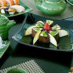 Prirodna i harmonična japanska kuhinja smatra se najzdravijom kuhinjom svijeta. Može se pohvaliti s niskom razinom kalorija, bogatstvom željeza i proteina te vrlo malom količinom kolesterola i ostalih masti. Riža i druga zdrava hrana temelj su ove prehrane.