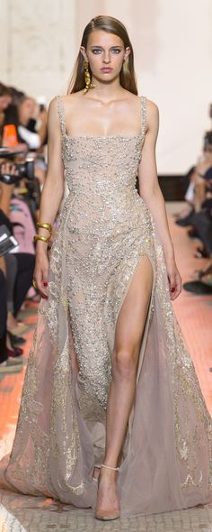 Find tips and tricks, amazing ideas for Elie saab. Discover and try out new things about Elie saab site Elie Saab Couture, Haute Couture Gowns, Style Couture, Couture Dresses, Couture Fashion, 90s Fashion, Robes Elie Saab, Elie Saab Dresses, Ellie Saab