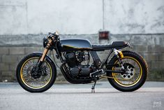 Customer request: A Honda built to spec Honda cafe racer from Rogue Motorcycle of Australia Cb750 Cafe Racer, Triumph Cafe Racer, Triumph Motorcycles, Cafe Racers, Tracker Motorcycle, Cafe Racer Motorcycle, Motorcycle Outfit, Honda Cb750, Cb 500