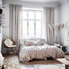 Best Scandinavian Bedroom Design For Simple Bedroom 24 Minimalist Bedroom, Modern Bedroom, Bedroom Simple, Pretty Bedroom, Minimalist Decor, Home Decor Bedroom, Bedroom Furniture, Bedroom Ideas, Bedroom Inspo
