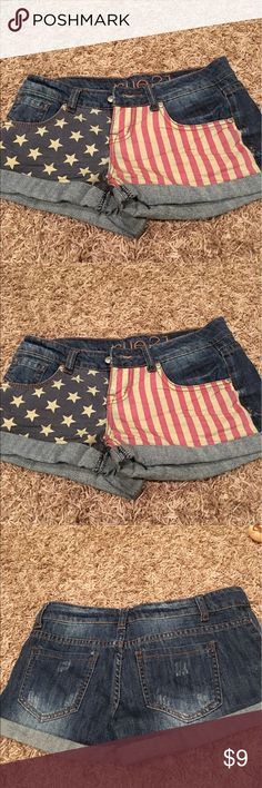 Rue 21 American flag shorts juniors size 1/2 Rue 21 American Flag jean shorts in excellent condition. Juniors size 1/2 Rue 21 Shorts Jean Shorts