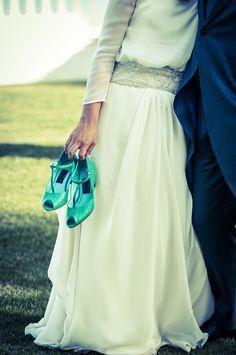 La novia con zapatos verdes, las bodas de Tatín, foto del Postre web, vestido Carlota Hormaechea, zapatos de Resaán