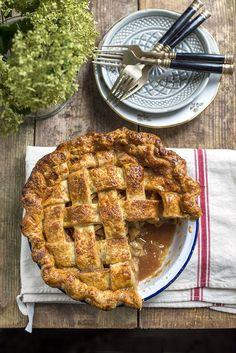 supergolden bakes: Salted caramel apple pie Bake Along Homemade Pie Crusts, Homemade Apple Pies, Salted Caramel Apple Pie, Caramel Apples, Pie Dessert, Dessert Recipes, Apple Pie From Scratch, Holiday Pies, Sweet Tarts