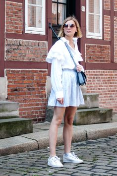 Summer Look: white volants blouse by H&M, striped blue Zara skirt, puma basket heart sneakers, blue bag chloe look a like - outfit, streetstyle, hamburg, blogger