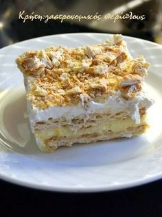 gr 2017 06 syntagi-millefeuille-me-cream-crackers-kai-anthos-aravositou. Greek Sweets, Greek Desserts, No Cook Desserts, Party Desserts, Summer Desserts, Sweets Recipes, Cake Recipes, Summer Food, Greek Recipes