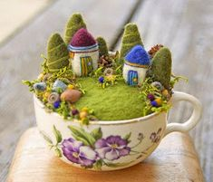 50 DIY Sommergarten Teetasse Fairy Garden Ideen – Famous Last Words Felt Crafts, Diy And Crafts, Arts And Crafts, Wet Felting, Needle Felting, Felt Fairy, Summer Diy, Pin Cushions, Wool Felt