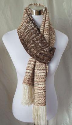 Scarf handwoven. Original design in cotton threads and wool yarn. Bufanda en algodón y lana tejida a telar.