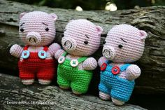 Crocheted pigs