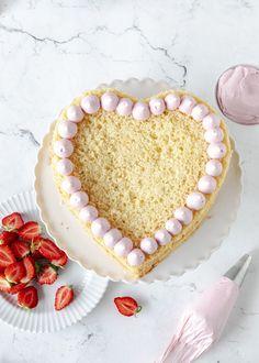Rezept: Erdbeerherz Torte zum Muttertag mit Erdbeeren backen #muttertag #herztorte #mothersday #backen #erdbeeren #cake fluffiger Biskuit | Emma´s Lieblingsstücke Mothersday Cake, A Food, Food And Drink, Salty Cake, Recipe Notes, Cake Mold, Savoury Cake, Chorizo, Goat Cheese