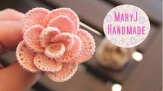 MaryJ Handmade: Rosa all'uncinetto | Crochet flower video tutorial in Italian with English subtitles. Made as individual wire edged petals twisted together at the end. ༺✿ƬⱤღ  https://www.pinterest.com/teretegui/✿༻