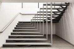Escada escultural, no projeto de Apical Reform