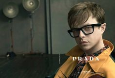 La nueva campaña de Prada con Dane DeHaan. Si me quieren regalenme esos lentes #YesPlease