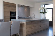 The stable kitchen equipment: concrete worktop - Decoration Solutions New Kitchen, Kitchen Dining, Kitchen Cabinets, Wood Cabinets, Cocinas Kitchen, Concrete Kitchen, Concrete Floor, Kitchen Equipment, Cuisines Design
