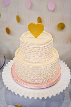 Topo de bolo para casamento de coração dourado.