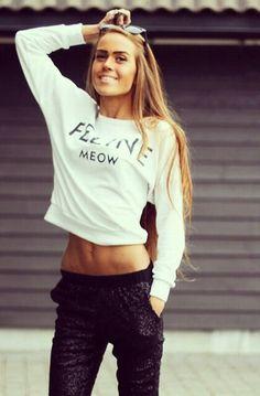 Kristine Ullebo. Feline meow