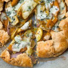 Apple Pie Crust, Roquefort Cheese, Galette Recipe, Sweet Potato And Apple, Roasted Sweet Potatoes, Potato Recipes, Onion, Vegetarian, Yummy Food
