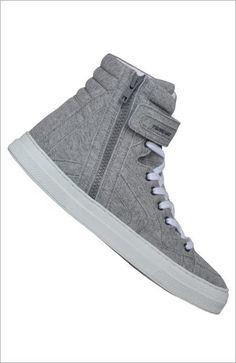 【ELLE】「ピエール アルディ」のハイカットスニーカー エル・オンライン  http://www.elle.co.jp/fashion/pick/bag-shoes12_0316/8