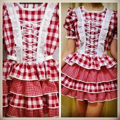 Modelo lindo - xadrez vermelho - curto e rodado #vestidocaipira #vestidosaojoao…
