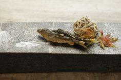 """2016年1月のカンブリア宮殿に雑誌「自遊人」の岩佐十良さんが出演され、番組内で 予約が取れない人気宿として紹介されたのが「里山十帖」です。「自遊人」が提案するライフスタイルを """"実際に体験できる施設"""" として高く評価され2014年度グッドデザイン賞を受賞。旅のプロが選ぶ日本一の名旅館・最高の温泉部門の第1位を獲得しています。"""