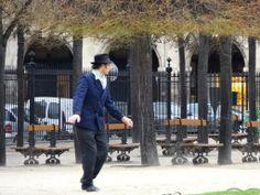 Man dancing @ Place De Voges