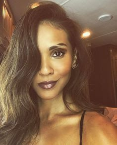 post by Lesley-Ann Brandt Lesley Ann Brandt, Lucifer Mazikeen, Make Up Brush, Eyebrow Slits, How To Do Eyebrows, Leslie Ann, Celebs, Celebrities, Pretty People