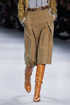 Celine prt porter automne hiver 2019 2020 dtails maggie marilyn pre fall 2019 fashion show collection see the complete maggie marilyn pre fall 2019 collection look 24 fashion ootd Older Women Fashion, Over 50 Womens Fashion, Fashion Over 50, Fashion Tips For Women, Look Fashion, Skirt Fashion, Fashion Dresses, Cheap Fashion, Fall Fashion