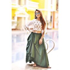 Swag se karenge sabka swagat Outfit and mojdi thankyou And Tu toh jaan hai apni, my one and only ghar ki photographer! Indian Designer Outfits, Indian Outfits, Designer Dresses, Mehendi Outfits, Stylish Dresses, Fashion Dresses, Dress Indian Style, Indian Wear, Lehnga Dress