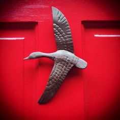❤ BIRD door knocker: love it againt a solid colored door such as this one (intense red color.) because it makes the knockers intricate details POP! Door Knobs And Knockers, Knobs And Handles, Door Handles, Old Doors, Windows And Doors, Porches, Door Detail, Hardware, Unique Doors