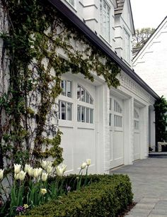 Garage doors with top windows. Love the crisp white next to the deep green vines. Finding a garage door that blends in with your house and enhances your curb appeal is all about playing the matching game. White Garage Doors, Garage Door Windows, Modern Garage Doors, Garage Door Styles, Garage Door Design, Double Garage Door, Best Garage Doors, Front Doors, Exterior Paint