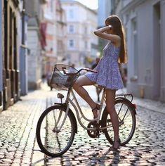 Why Mountain Bike Shoes? Cycle Chic, Bicycle Women, Bicycle Girl, Bike Suit, Cycling Girls, Mountain Bike Shoes, Bike Style, Biker Girl, Sport Girl