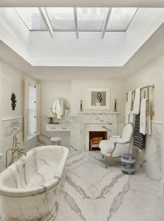 The Most Beautiful Homes with Modern Victorian Style // Sara Ruffin Costello marble bathroom Interior Exterior, Bathroom Interior Design, Home Interior, Bad Inspiration, Bathroom Inspiration, Interior Inspiration, Modern Victorian, Victorian Homes, Dream Bathrooms