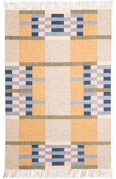 "Tapis "" Ennis mustard "" via Goodmoods Bauhaus Textiles, Palm Springs Houses, Dhurrie Rugs, Interior Rugs, Patterned Carpet, Room Rugs, Rugs On Carpet, Carpets, Rug Making"
