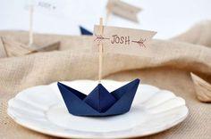 Decorazioni per il matrimonio con gli origami - Barchetta segnaposto in carta