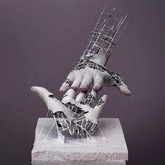 Fragment of Long Term Memory est une série fascinante de l'artiste japonaiseYuichi Ikehata, qui mélange sculpture, photographie, fil de fer, céramique et p
