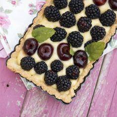 Blackberry and cherries custard tart (in Italian)