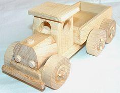 Kleines LKW Spielzeug aus Holz, natur