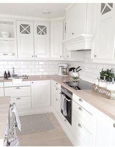 Light wood kitchen backsplash back splashes 22 Ideas Kitchen Decor, Kitchen Inspirations, Interior Design Kitchen, Home Decor Kitchen, Home Kitchens, Kitchen Design, Wood Kitchen Backsplash, Kitchen Remodel, Kitchen Renovation