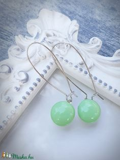 PÖTTY lógós fülbevaló MENTA (Edian) - Meska.hu Fused Glass Jewelry, Pearl Necklace, Pearls, Mint, String Of Pearls, Pearl Necklaces, Beaded Necklace, Beading, Beads