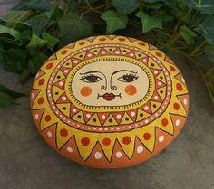 Sonne, bemalter Stein, Garten, Gartendeko von Mandagora auf DaWanda.com